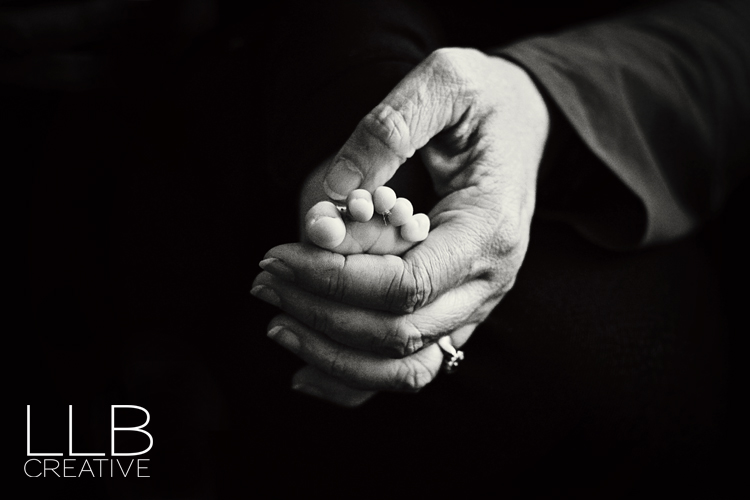 Toronto-baby-photographer-LLB-Creative-tiny-toes