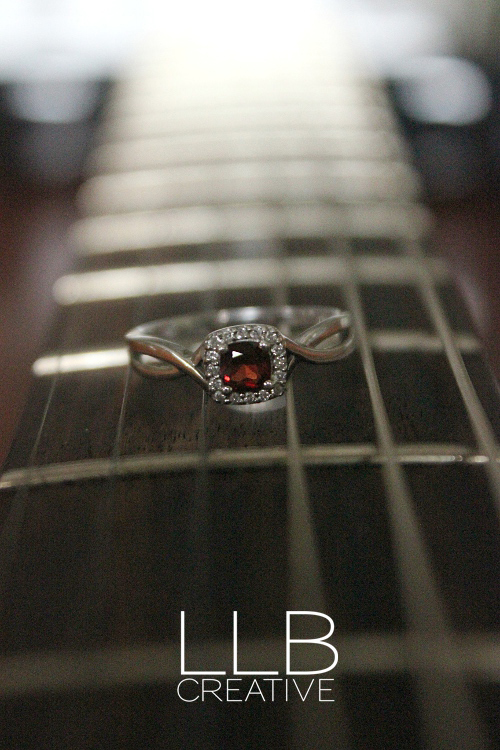 Toronto-wedding-photographer-LLB-Creative-music-engagement